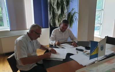 Potpisan Sporazum o rekonstrukciji lokalnog puta u MP Lug i MP Pločari Polje Fojnica